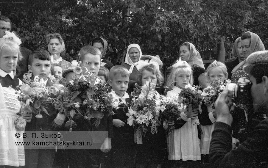 Елизовские школьники на линейке 1 сентября 1966 года