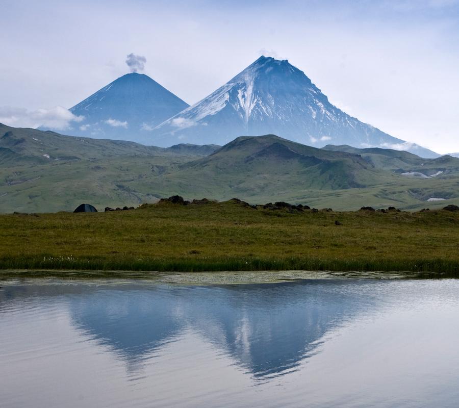 Вулкан Ключевская Сопка (Klyuchevskaya Sopka) и вулкан Камень (Kamen Volcano)