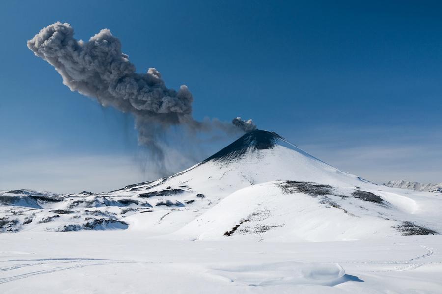 Извержение Карымского вулкана (Karymsky Volcano)