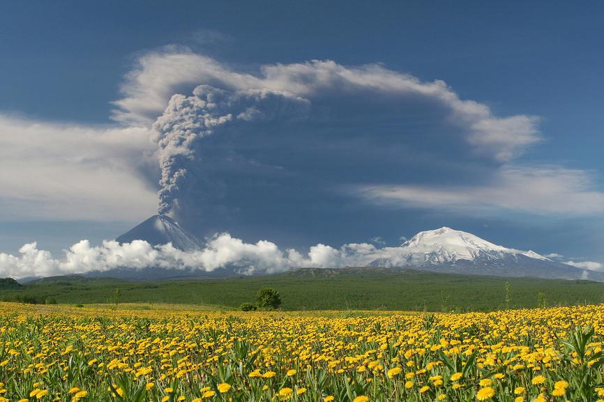 Извержение вулкана Ключевская Сопка (Klyuchevskoi Volcano)