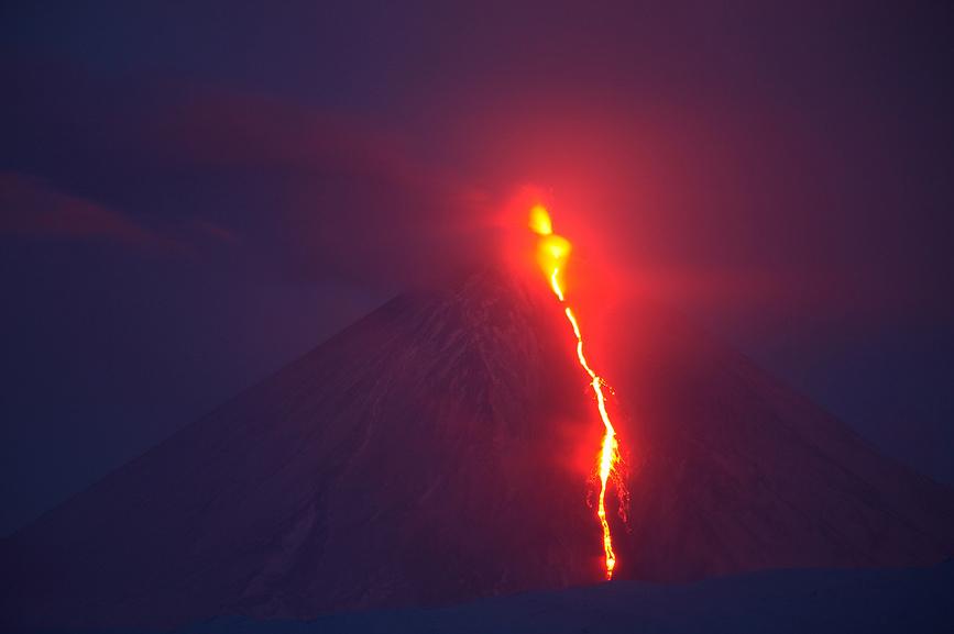 Ночное извержение вулкана Ключевская Сопка (Klyuchevskoi Volcano)