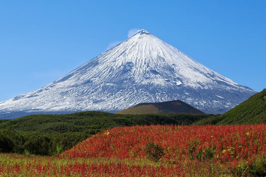 Осенний вулкан Ключевская сопка
