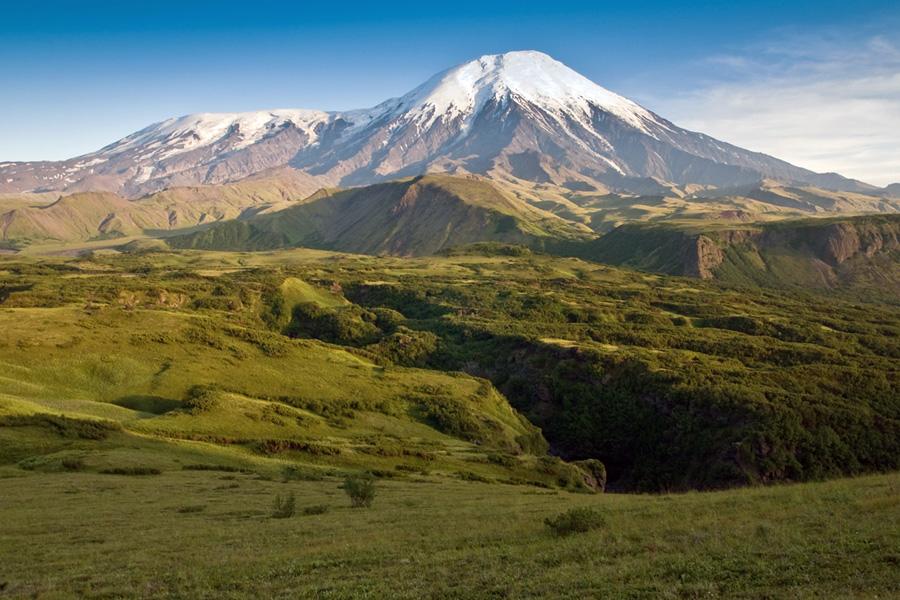 Вулканы Плоский Толбачик (Plosky Tolbachik Volcano) и Острый Толбачик (Ostry Tolbachik Volcano)